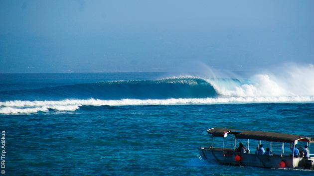 surf à Lembongan , petite île de Bali
