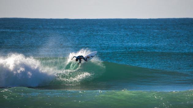 surf camp face à un spot de surf de rêve en australie
