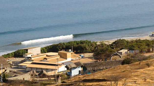 super vague de surf au Pérou près de Mancora