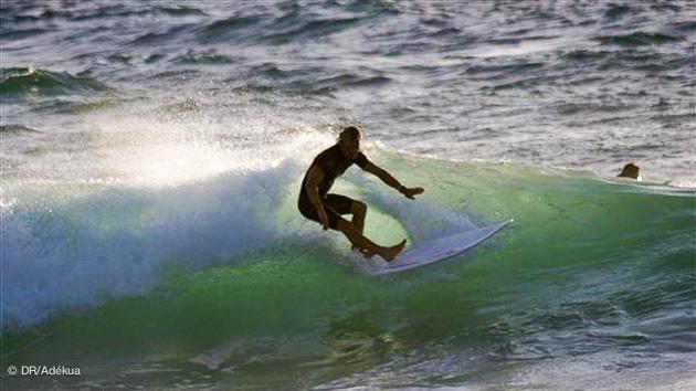 bonnes conditions de surf en fin de journée d'été à Hossegor