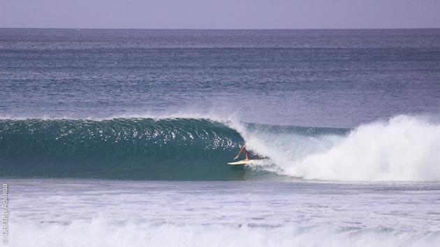 belles vagues de surf au Nicaragua aux alentours de Popoyo