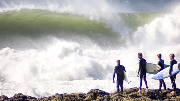 grosses vagues en Afrique du sud pour une session de surf à Jeffreys Bay