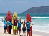 Apprenez le surf à Fuerteventura dans de belles vagues et dans une top ambiance - voyages adékua