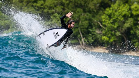 Progressez en surf pendant votre baot trip à Sumatra