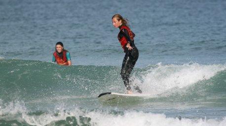Progressez en surf sur les vagues du Pays Basque