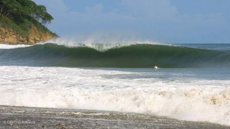 vacances surf au Nicaragua bien au chaud dans le tube de Popoyo