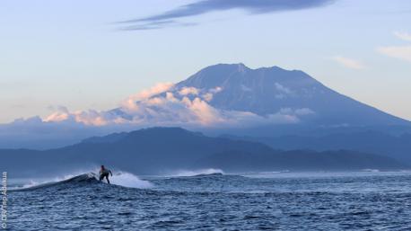 Surfez dans un cadre de rêve à Nusa Lembongan (Bali)