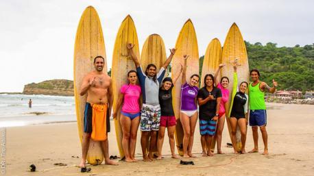 Apprenez le surf en petits groupes à Montanita, avec nos moniteurs diplômés