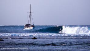 Votre bateau pour un surf boat trip de rêve aux Molluques avec Adékua