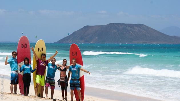 Venez apprendre le surf à Fuerteventura : convivialité garantie !