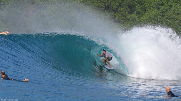 Surfer les plus belles vagues de Sumatra en Indonésie pendant votre boat trip