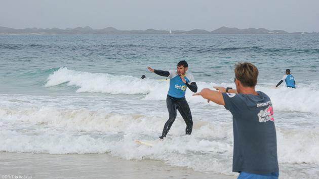 Progressez en surf dans les vagues de Fuerteventura aux Canaries