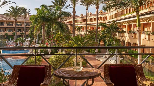 Un séjour en hôtel 5 étoiles et stage de surf aux Canaries