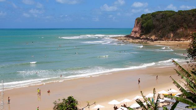 le superbe spot de Madeiro près de Pipa au Brésil pour surfer avec les dauphins