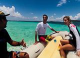 Stage de surf dans les eaux paradisiaques de Saint Martin  - voyages adékua