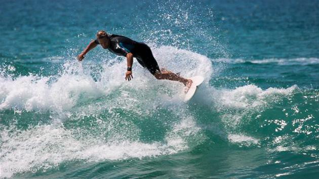 action surf juste en face de votre bungalow sur la plage d'Hossegor Seignosse