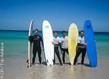 Apprenez le surf ou revoyez vos bases sur les bons spots du jour autour de Corralejo - voyages adékua