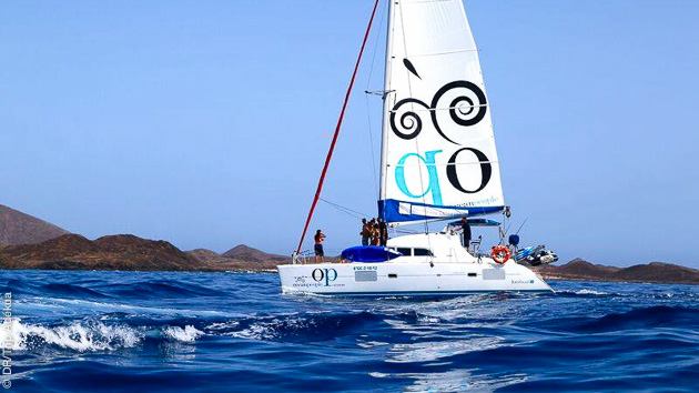 Super sortie en catamaran lors de ce stage surf à Fuerteventura