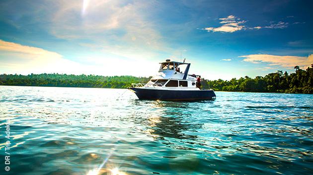Boat trip au large de Sumatra, pour découvrir les vagues à surfer sur les iles Banyaks