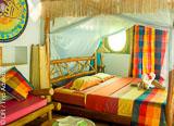 Logez dans une jolie cabane typique en bois et bambou - voyages adékua