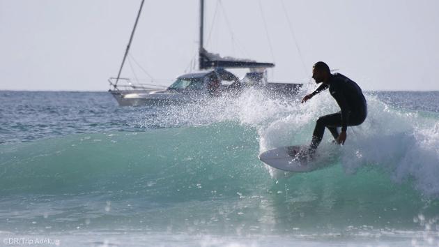 Un séjour surf entre vagues et découverte de la côte bretonne