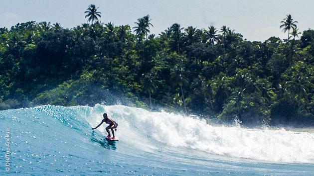 Près des plages paradisiaques des Philippines, surfez des vagues de tous niveaux