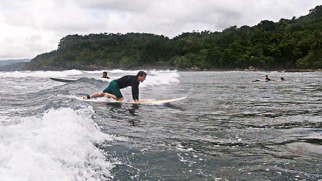Naviguez dans les vagues et progressez pendant vote séjour surf au Costa Rica