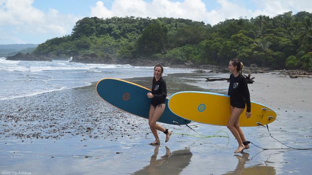Progressez en surf dans les vagues du Costa Rica