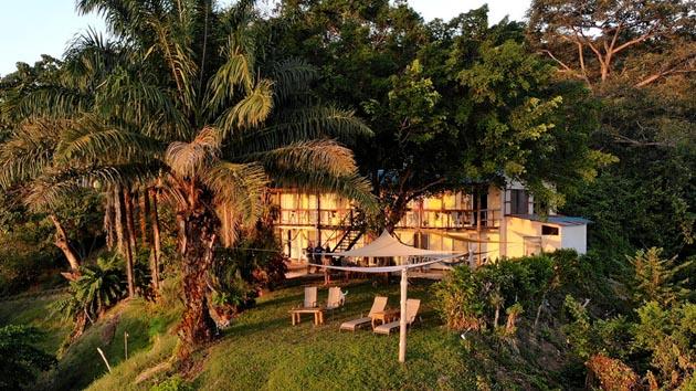 Votre hôtel tout confort face au spot de surf au Costa Rica