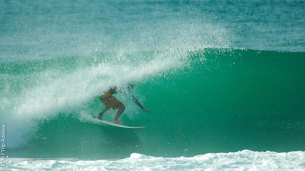 stage de surf au Brésil en mode tube