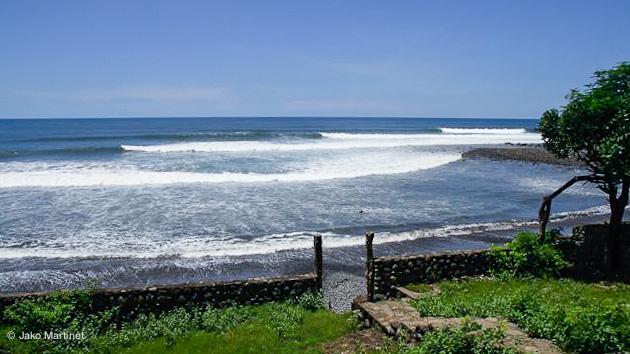 la vague au pied de l'hôtel sur un des meilleurs spots de surf du salvador