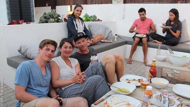 Hébergement convivial dans le surfcamp, à deux minutes du centre, en chambre à partager