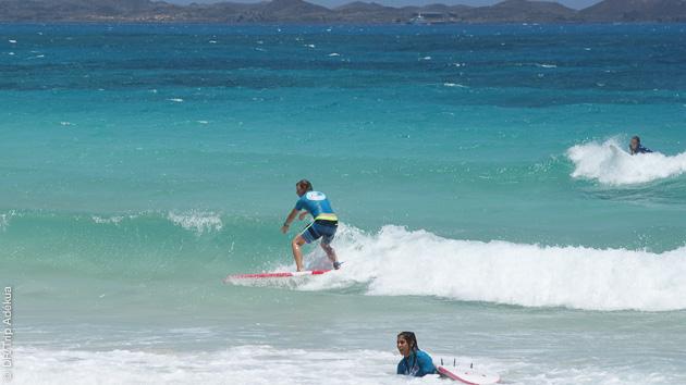 Vacances surf à Corralejo, aux Canaries, avec cours de surf pour 4 personnes