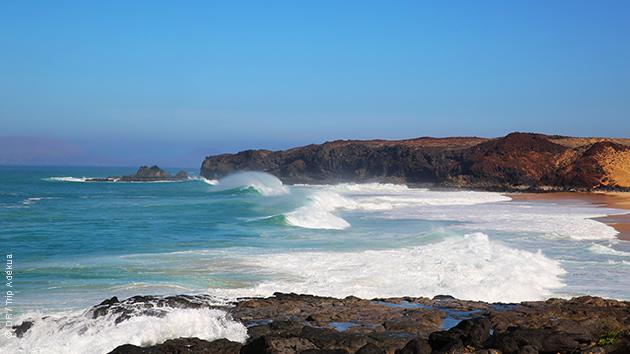 les secret spots de surf de lanzarote aux canaries
