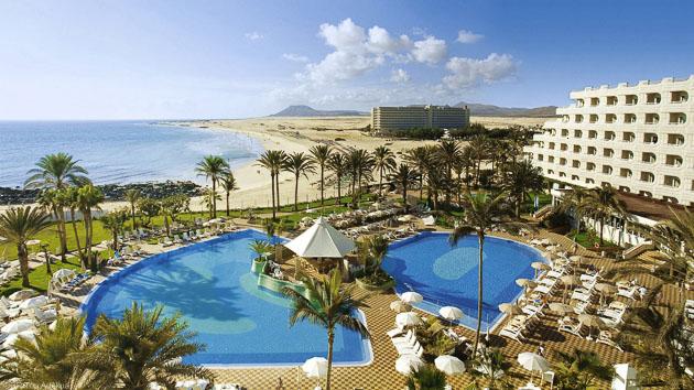Votre hôtel 4 étoiles sur face au spot de surf à Fuerteventura