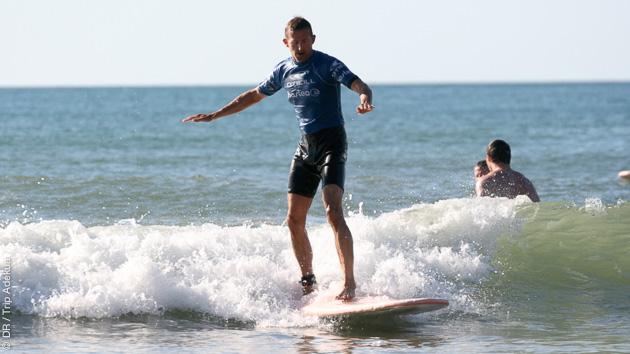Sur des spots de qualité, vous apprenez le surf pendant ce stage à Capbreton