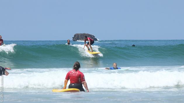 Cours et matériel de surf pour ce stage à Capbreton, pour tous niveaux