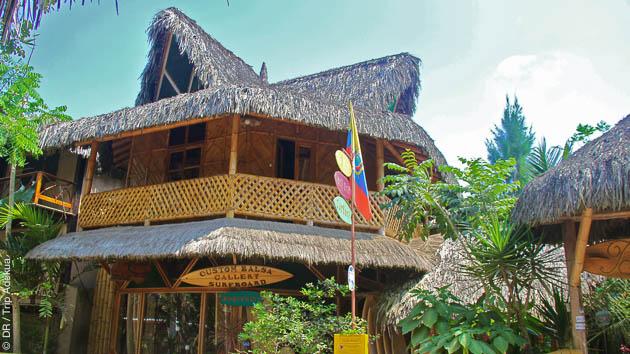 Stage surf avec hébergement en cabane équatorienne, tout confort