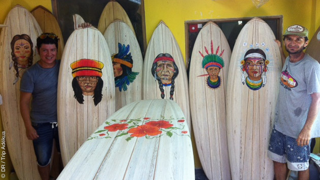 Visitez un atelier de shape pendant votre séjour surf à Montanita, en Equateur