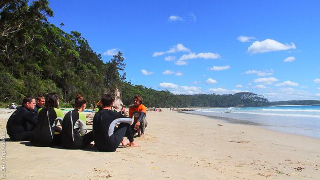 Cours avec moniteurs diplomés, matériels de surf (et de skate) à disposition : des vacances surf idéales en Australie !