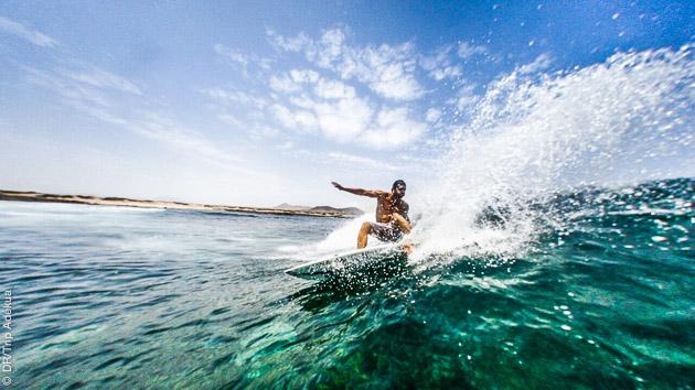 stage pour apprendre à surfer ou progresser à Lanzarote