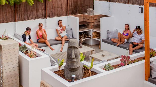 Convivialité et confort dans le surfcamp pour récupérer de vos sessions sur les spots de Fuerteventura
