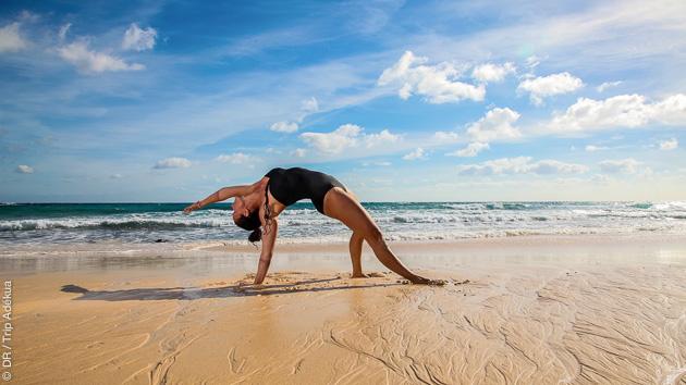 Des cours de yoga vous permettent de profiter au maximum de ce séjour surf à Fuerteventura