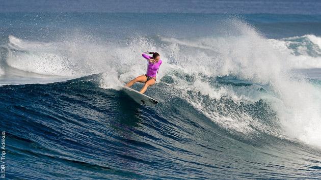 Surfez les vagues de classe internationale des Maldives, dans l'atoll de Huvadhoo
