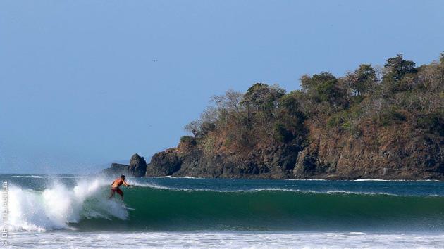 Super vagues, côté Pacifique ou Caraïbes selon les reports, du surf au bon endroit au bon moment